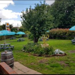 Crown Inn Keston garden